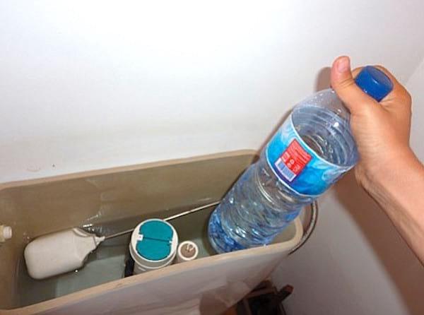 Comment économiser de l'eau dans les toilettes?